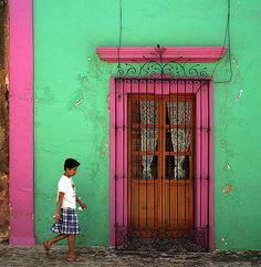 """#Puerta verde con detalles rosa. Tomado del artículo """"50 Amazing Pictures You Must See on Flickr"""" de 640pixels."""