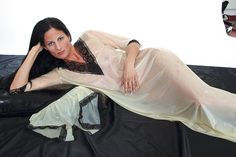 Atelier Kunzmann - SUSAN - Feines NACHTHEMD mit Textilspitzen - Zum intensiven Gummi-Erlebnis: