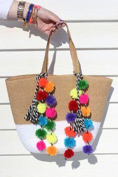 How to Make Your Own (Amazing!) Pom Pom Beach Bag