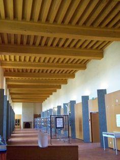 chateau de Thouars: lieu de passage d'élèves, mise en valeur des poutres.