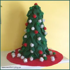 It's Craft Lightning time again!  And this time it's a 15 minute Christmas craft!   This super easy and super quick Felt Christmas Tree is an awesome little decoration for the…