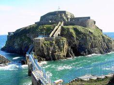 Fort de Bertheaume Plougonvelin  Haute de 37 mètres, cette sentinelle du bout du…