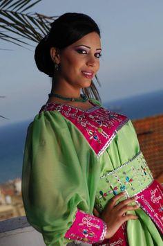 Robe kabyle moderne en rose et vert v tements et for Architecture kabyle