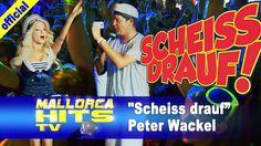 """Peter Wackel, """"Malle ist nur einmal im Jahr"""", Titelsong der Ballermann Hits 2013 mit Stargast Mia Julia (Mia Magma) auf der Bühne vom Bierkönig Partyboot 2013 in Köln."""