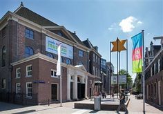 modern museum of Jewish heritage housed in four monumental synagogues near Waterlooplein. In permanent and temporary exhibitions and events the history and culture of the Jewish people in the Netherlands is presented.