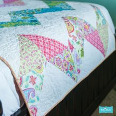 Splendor by Lila Tueller Designs for Riley Blake Designs http://www.rileyblakedesigns.com/media/uploads/Free_Quilting_Projects/2014/splendor.pdf
