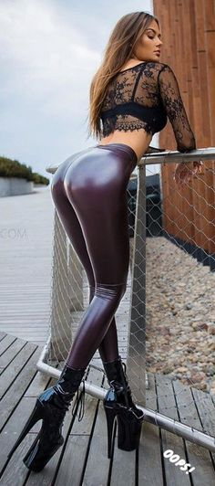 Shiny Leggings, Tight Leggings, Leggings Are Not Pants, Outfits Leggins, Sexy Outfits, Latex Pants, Leder Outfits, Sexy Latex, Girl Fashion