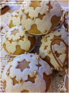 gingerbread - perníky 2015 Gingerbread Cookies, Cupcakes, Sugar, Desserts, Food, Gingerbread Cupcakes, Tailgate Desserts, Cupcake Cakes, Deserts