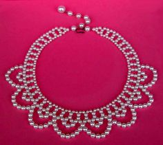 a beautiful vintage costume jewelry necklace unsigned