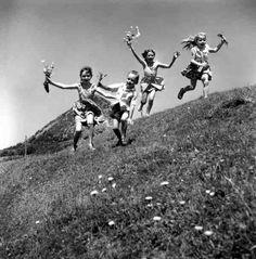Happy kids,Ardèche , Photo by Robert Doisneau Robert Doisneau, Black White Photos, Black And White Photography, Vintage Photographs, Vintage Photos, Street Photography, Art Photography, Brassai, Kids Electronics