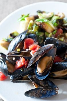 What makes mussels typical #Belgianfood? Everyone seems to be eating them around here. #livinginBrussels