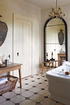 Romantic And Elegant Bathroom Design Ideas With Chandeliers 96 Bathroom Decor Ideas Bathroom Chandeliers Design Elegant Ideas romantic Home Interior, Bathroom Interior, Interior Decorating, Interior Design, Eclectic Bathroom, Gold Bathroom, Modern Bathroom, Antique Bathroom Decor, Glitter Bathroom