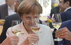 """Staatssekretär a.D. Willy Wimmer (CDU) freut sich über den Sieg seiner Partei in Nordrhein-Westfalen (NRW). Zugleich hält er die """"one woman show"""" Angela Merkel auf Bundesebene für ein Risiko. Für Wimmer ist das Versagen der SPD selbstverschuldet. Er hofft auf die FDP und würde den Grünen keine Träne nachweinen. Ein Sputnik-EXKLUSIV-Interview."""