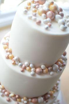 Contemporary wedding cake.