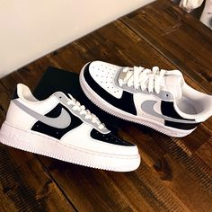 Dr Shoes, Swag Shoes, Cute Nike Shoes, Cute Nikes, Nike Air Shoes, Hype Shoes, Women's Shoes Sneakers, Nike Custom Shoes, Colorful Nike Shoes