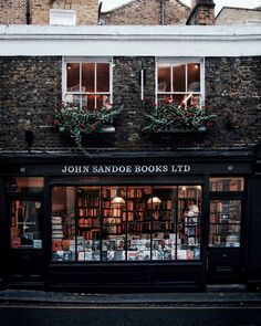 John Sandoe Books is a small independent bookshop in London. This cute British bookstore was founded in 1957, and you'll find it just a stone's throw from Sloane Square.