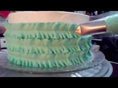 Decoração de bolo com o bico folha deitado - YouTube