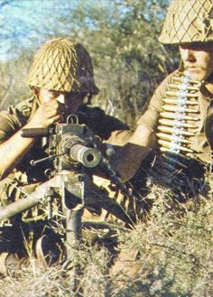 sadf paratroopers - Google Search Military Life, Military History, Military Archives, South African Air Force, World Conflicts, Army Day, Brothers In Arms, Defence Force, Tactical Survival