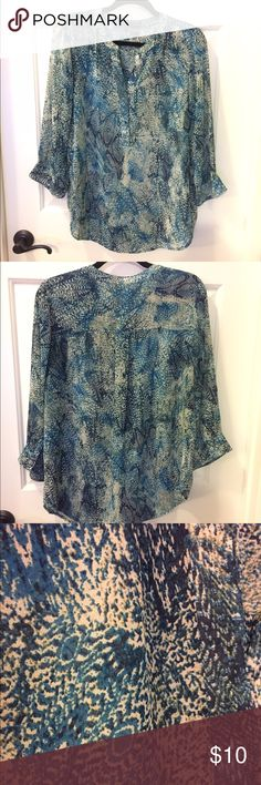 S/I Studio 3/4 sleeve Y-neck top sheer navy teal S/I Studio 3/4 sleeve Y-neck top size large. Sheer fabric has a navy, teal, and cream print. Looks great with a tank underneath in any of the three colors or nude. S/I Studio Tops Blouses