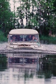 Wading Land Rover