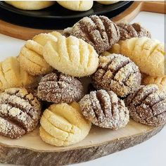 Sunum şahane😍bilgilenmesini istedigin arkadaşını yoruma ekle etiketle☺ @suheylanintarifleri bilgi için teşekkür ederiz cayın yanına, kahvenin yanına enfes kurabiye tarifim var ..... tarif isteyenler yoruma bir kalp bıraka bilir 😊 güzel beğenilerinizi beliyorum sevgiler.... iki renkli hindistancevi... Sweet Cookies, Tasty, Yummy Food, Turkish Recipes, Biscotti, Cookie Recipes, Brunch, Food And Drink, Sweets