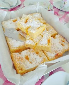 Ruck-Zuck Buttermilchkuchen :: Bella-cooks-and-travels In German, will need to translate! Italian Cookie Recipes, Italian Cookies, Italian Desserts, Easy Cake Recipes, Dessert Recipes, Chers Parents, Dessert Oreo, Italian Pastries, Food Cakes