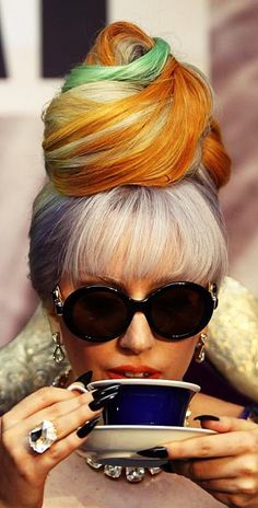 Lady Gaga's homage to Breakfast at Tiffany's! lol