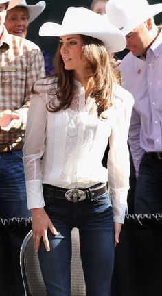 Kate middleton style: the duchess of cambridge wearing jeans Style Cowgirl, Cowgirl Sexy, Western Style, Cowboy Chic, Cowgirl Fashion, Country Western Fashion, Cowgirl Style Outfits, Cowgirl Tuff, Cowboy Hats
