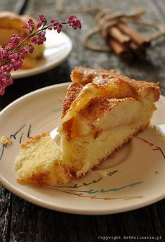 Simple yeast cake with apple and cinnamon. (in Polish) Apple Cinnamon Cake, Apple Cake, Cinnamon Apples, Yummy Treats, Sweet Treats, Sweet Cooking, Savory Pastry, Cake Cookies, Dishes