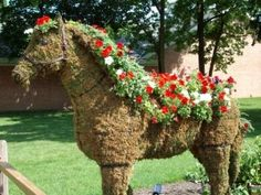 floral horse topiary