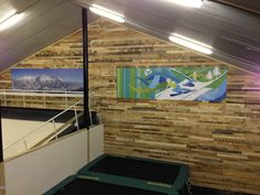 The wall behind the ski and snowboard area was boring, we are a starting business, just had our first season and in September we open again. So we do not have much money so we came to this idea , we actually stole it from the boys of New Day Studio they are our neighbors. The comments on... #PalletDecoration, #PalletsWall, #RecycledPallet, #School