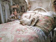 One of the attic bedrooms Cottage Style Bedrooms, Attic Bedrooms, Shabby Chic Bedrooms, Bedroom Vintage, Home Bedroom, Romantic Bedrooms, Shabby Home, Shabby Chic Cottage, Shabby Chic Homes