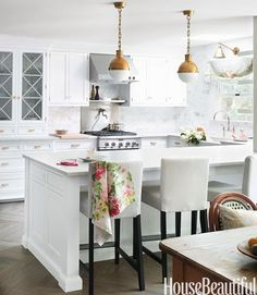Simple white kitchen from House Beautiful. #laylagrayce #kitchen