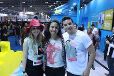O casal Raphael Draccon e Carolina Munhoz com a jornalista Fabiane Pereira, mediadora dos bate-papos