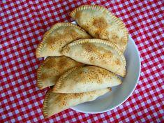 Empanadas with spicy bean filling, veganistisch Chickpea Recipes, Veg Recipes, Healthy Dinner Recipes, Snack Recipes, Healthy Food, Snacks, Naan, Fat Free Vegan, Vegan Party Food