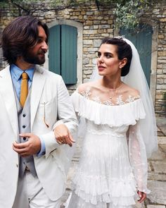 Grace Kelly's granddaughter, Charlotte Casiraghi, married film producer, Dimitri Rassam on June She threw a second wedding in France this weekend. Charlotte Casiraghi, Andrea Casiraghi, Royal Wedding Gowns, Vogue Wedding, Royal Weddings, Princesa Eugenie, Princesa Charlotte, Pippa Middleton, Grace Kelly Granddaughter