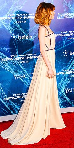 Emma Stone In Prada - 'The Amazing Spider-Man 2 Rise Of Electro' New York Premiere - People.com #Prada #EmmaStone #SidePic