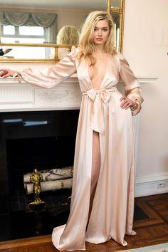 Beautiful Girl like Fashition Satin Dressing Gown, Satin Sleepwear, Nightwear, Jolie Lingerie, Vintage Inspired Dresses, Satin Dresses, Flapper Dresses, Beautiful Lingerie, Silk Satin