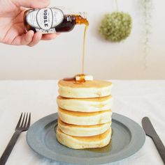 Only putting a spoon of mayonnaise per 2 pancakes makes big and soft them! Cute Desserts, Sweets Recipes, Cooking Recipes, Cute Food, Yummy Food, Candy Cakes, Pancakes And Waffles, Fluffy Pancakes, Happy Foods