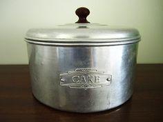 So cute! Vintage cake tin :)