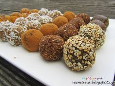 veS MÍRNA: RAW kuličky čtyř chutí Healthy Deserts, Healthy Sweets, Raw Food Recipes, Sweet Recipes, Russian Recipes, Creative Food, Diy Food, Raw Vegan, Food And Drink