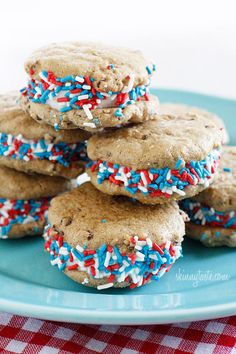 Skinny Chocolate Chip Fro-Yo Sandwiches – perfect treat for the 4th of July!