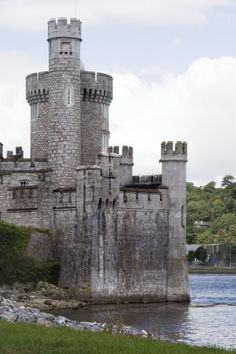 Your insider source for everything travel related: where to go, eat, sleep and play, plus what to wear while you're there. Castle Ruins, Medieval Castle, Ireland Travel, Cork Ireland, Beautiful Castles, Beautiful Places, Best Places To Travel, Places To Visit, Romantic Escapes