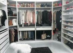 Ideas for master closet corner drawers Walk In Closet Design, Bedroom Closet Design, Master Bedroom Closet, Closet Designs, Closet Organizer With Drawers, Closet Drawers, Closet Organization, Corner Drawers, Organization Ideas