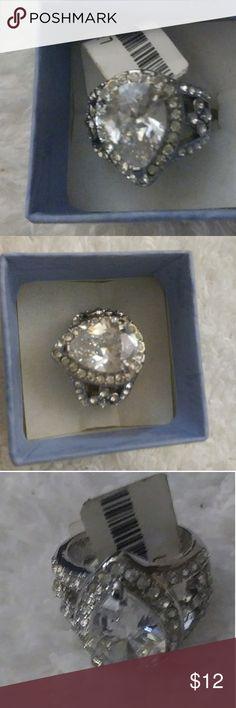 Silver plated teardrop rhinestone ring Gorgeous silver plated light yellow rhinestone ring..BLING BLING 💍❤ Jewelry Rings