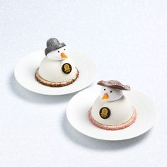Petit Bonhomme de Neige et Petite Madame des Neiges Xmas Desserts, Fancy Desserts, Gourmet Desserts, Sweet Desserts, Christmas Candy Bar, Christmas Chocolate, Christmas Treats, Chocolate Club, Arts Bakery