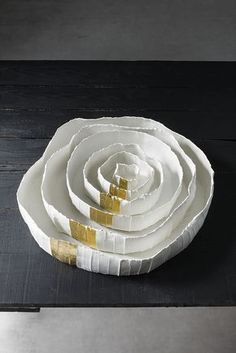 Ninfea Corteccia White and Gold Tray Ceramic Tableware, Ceramic Bowls, Ceramic Pottery, Paper Clay, Clay Art, Clay Bowl, Dry Clay, Contemporary Ceramics, Ceramic Artists