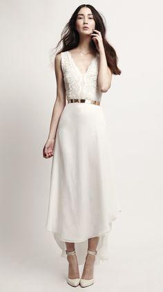 Lady Lace Dress #bridalcouture #bridaldress #weddinggown #weddingdress #wedding #bride #modernbride #brautkleid #hochzeitskleid #brautmode #hochzeit #kaviargauche