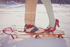 Wintery engagement pictures.