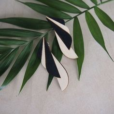 The earring trick is in their chin-shaped design. Black and birch are a classic and elegant color combination. Sustainable Fashion, Birch, Jewelry Collection, Plant Leaves, Summer Outfits, Plants, Color, Design, Summer Wear